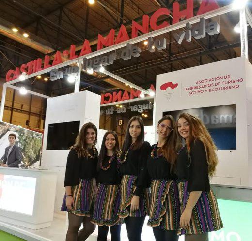 Servicio de Azafatas y Azafatos en el stand de Castilla-La Mancha